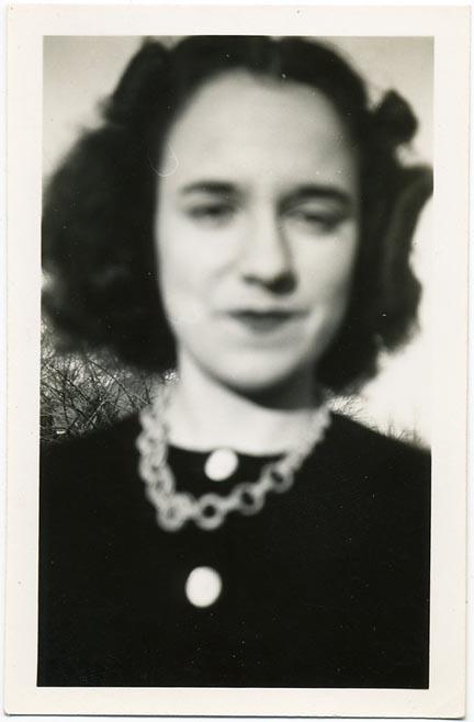 fp1966 (Blur-Woman-Necklace)