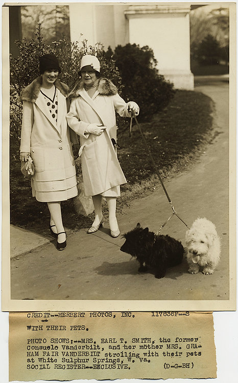 PRESS PHOTO CONSUELO VANDERBILT & MOTHER WALK BLACK & WHITE SCOTTISH TERRIERS