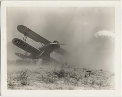 fp8913(Plane-Parachute-crash)