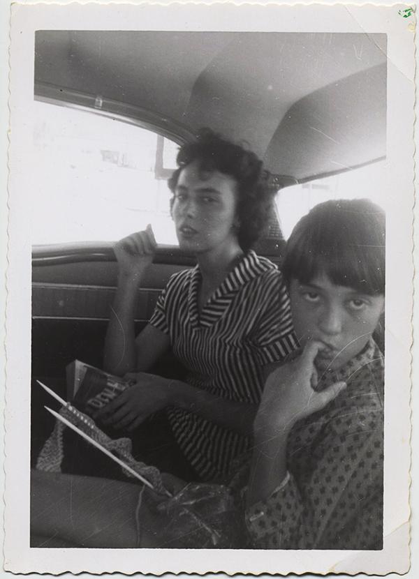 fp10351(Strange-Woman-Girl-Car)