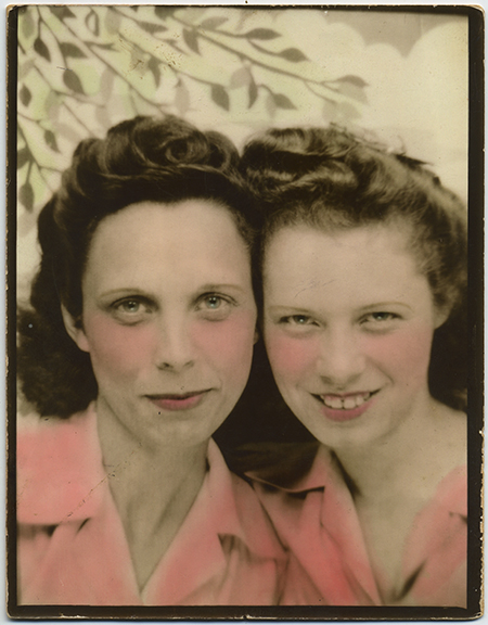 fp0774(AR_ColoredFolk_Mother&Daughter_TintedPink_Sweethearts)