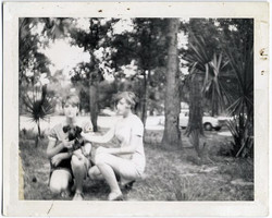 fp1435 (sexy 60s twins and dog)