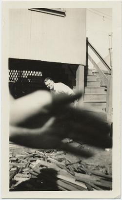 fp5185(Man_Hand_Obscured_ScrapWood)