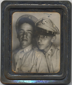 fp4618(PM_TwoYoungMen_Soldiers_Arrow)
