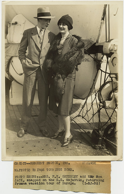 PRESS PHOTO SHARP HANDSOME DAPPER RICH BOY CHECKS out MOM SS MAJESTIC Sheesley