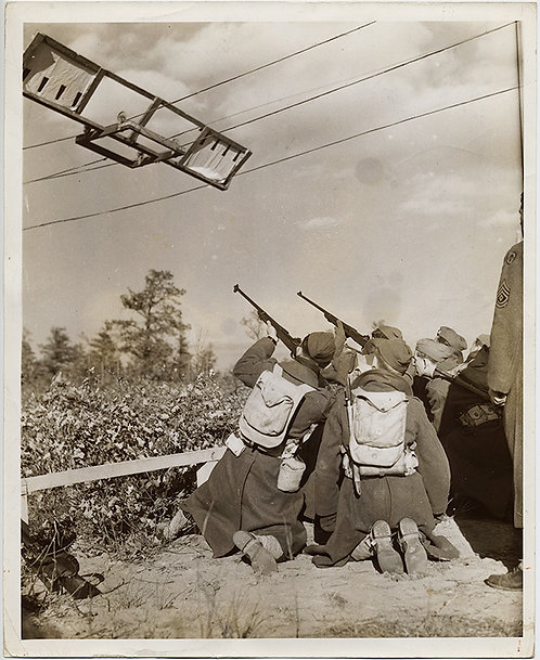 FASCINATING PRESS PHOTO! Riflemen FIRE at rigged MOVING TARGET! Photograher IDd
