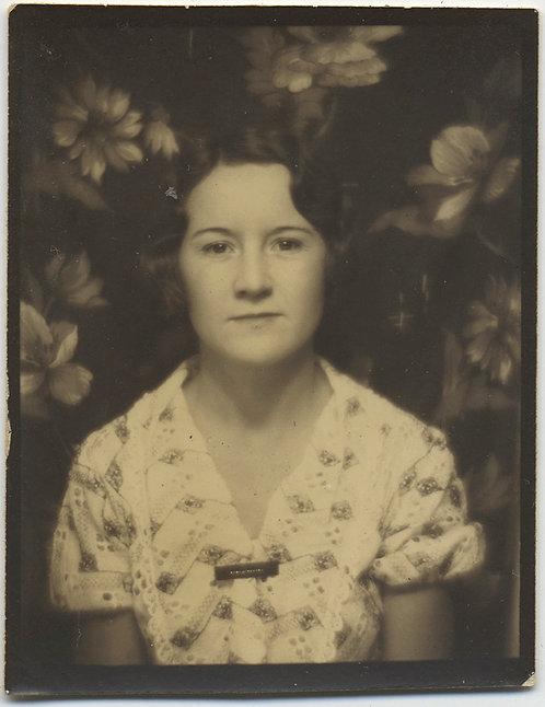 HAUNTINGLY UNUSUAL PHOTOBOOTH PLACID WOMAN w FLORAL MAGNOLIA BLOSSOM BACKDROP