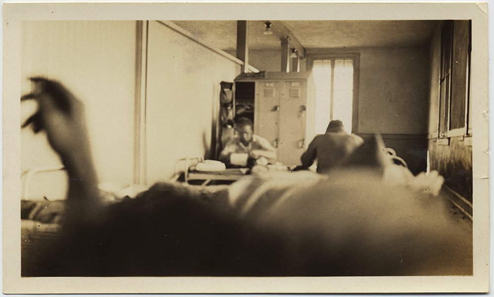 fp10286(Blurry-Hand-Barracks)
