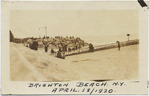 EARLY VINTAGE HISTORIC BRIGHTON BEACH 1920 VIEW OF BREAKWATER, ROCKS & VISITORS