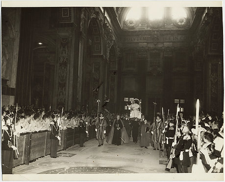 POPE PIUS XII 1953 PAPAL PONTIFICAL PROCESSION CARRIED by SWISS GUARDS VATICAN