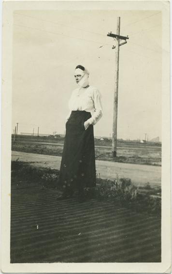 fp2330(Woman_Standing_BandagedFace)