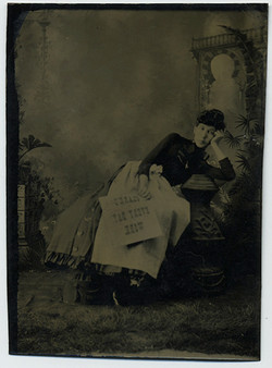 fp2919(TT.Woman_Leaning_ClarksEverydayWork)
