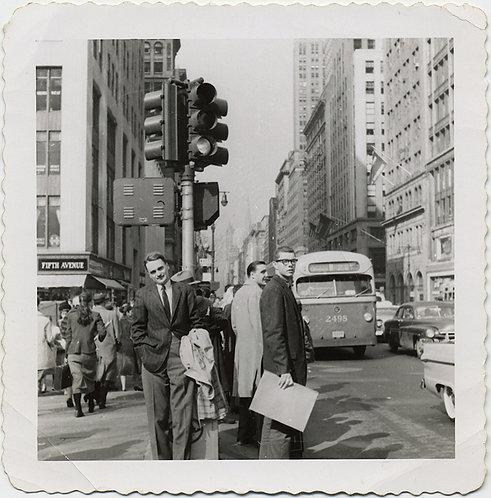 WONDERFUL NEW YORK CITY STREETSCENE 5th AVENUE GLIMPSE of the PAST