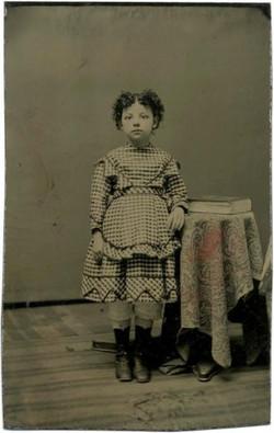 fp1175__TT_little_girl_wide_eyed_