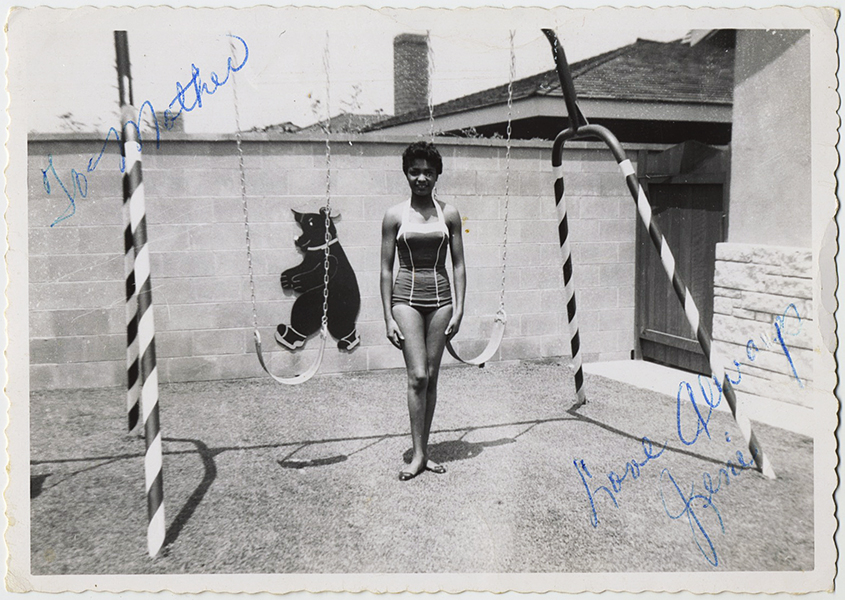 fp10296(Woman-Swing-Bear)