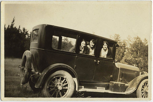 Eana & Enid Perry +1 THREE CUTE WOMEN PEEK OUT of VINTAGE CAR WINDOWS