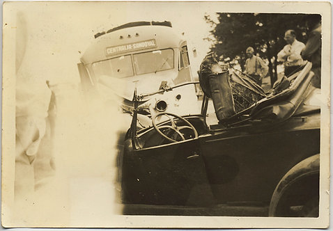 UNUSUAL EARLY VINTAGE CAR COUPE COLLIDES w BUS CRASH ACCIDENT CENTRALIA SANDOVAL