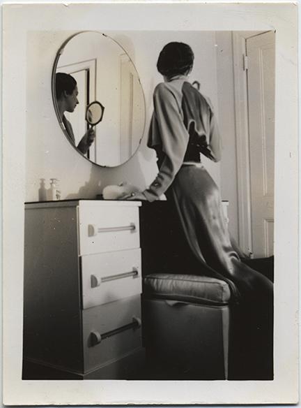 fp6648(Woman_MirrorReflection)