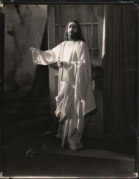 fp4213(White_PF_Theatrical_Jesus_Door)
