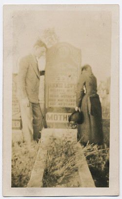 fp3412(Couple_Grave_Mother)