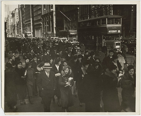 PRESS PHOTO MASS of HUMANITY HUGE CROWD SCENE PEDESTRIANS NEW YORK CITY BUSES