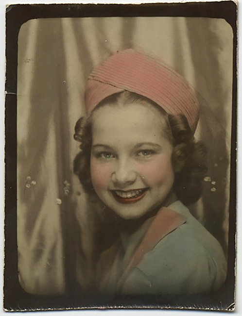 DELIGHTFUL PHOTOBOOTH HAND TINTED PRETTY YOUNG SMILING GIRL in PINK & BABY BLUE