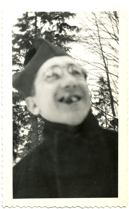 fp0880 (priest w cigar blur)