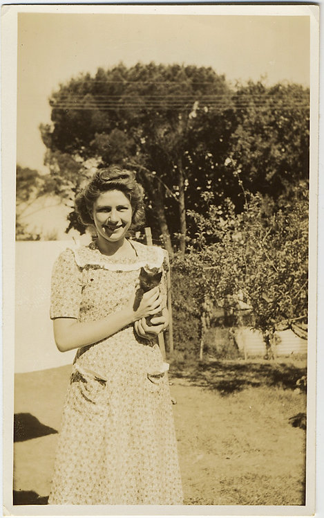 ADORABLE WOMAN Edna in SUMMER DRESS CRADLES CUTE KITTEN CAT Joyce in BACKYARD