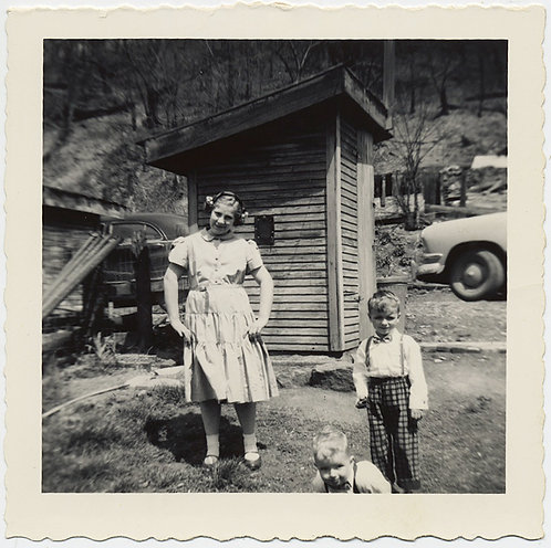 STRANGE YOUNG GIRL w FLORAL HAIRBAND & 2 KIDS at OUTSIDE WOODEN OUTHOUSE UNUSUAL