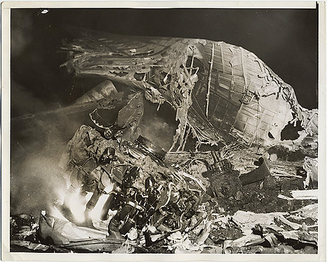 BOMBER CRASHES into RADIO TOWER!  San Diego. RUINS in PRESS PHOTO 1939