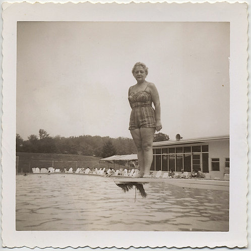 OPTICAL ILLUSION TRICK GIANT WOMAN TOWERS over SWIMMING POOL DIVER DIVING BOARD