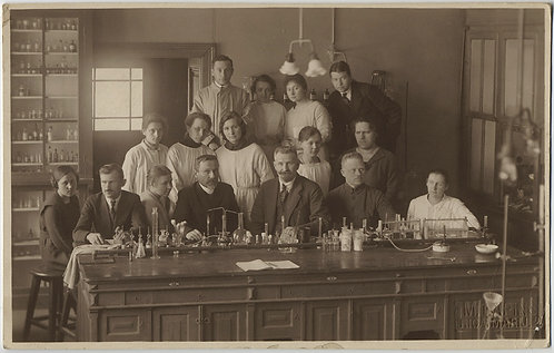 STUNNING EUROPEAN GROUP PORTRAIT of CHEMISTRY? STUDENTS TEACHERS in LAB IDd RPPC