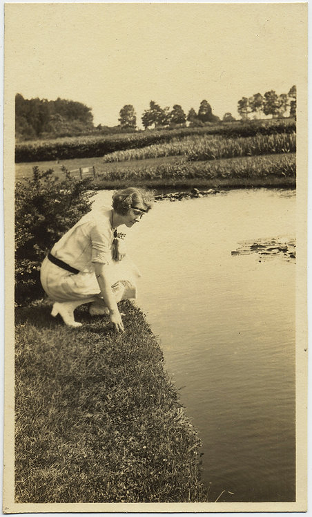 GORGEOUS WOMAN FLAPPER FEMALE NARCISSUS on KNEES GAZES into LOVELY POND