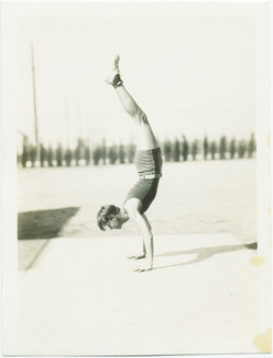 fp2409(Youth_Handstand)