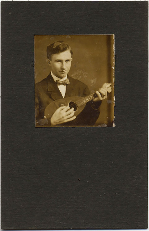 PHOTOBOOTH POPCORN PHOTO HANDSOME MUSICIAN YOUNG MAN & MANDOLIN BALALAIKA