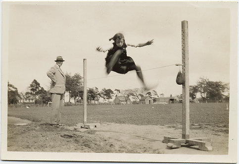 SUPERB RARE UNUSUAL FEMALE HIGH JUMPER CLEARS BAR OFFICIAL WATCHES ACTION BLUR