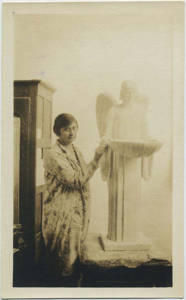 fp8346(Woman-Angel-Monument)