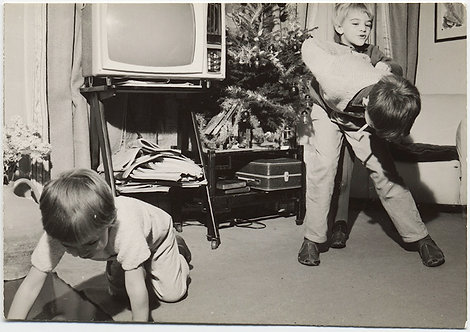 CHAOS KIDS ROUGHHOUSE HORSEPLAY in GREAT COMPOSITION w VINTAGE TV