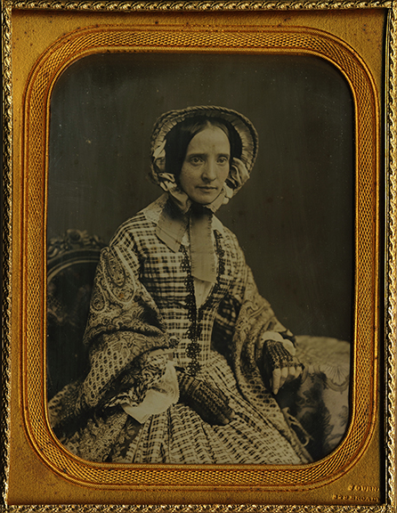 (DG-Half-Gurney-Woman-Bonnet-Patterned_Dress)