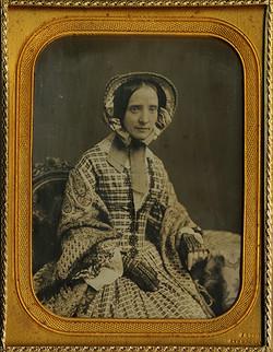 (DG-Half-Gurney-Woman-Bonnet-Patterned_Dress)