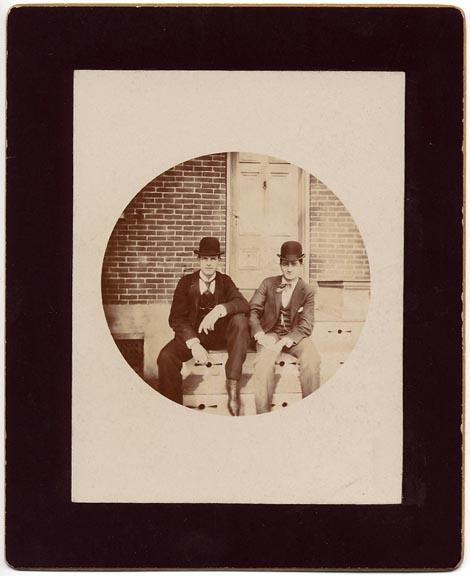 fp1526 (k1 two men on steps)