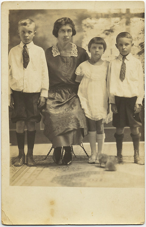 MOTHER SITS on WIRE STOOL for RPPC PORTRAIT w CUTE KIDS SOCKS KNICKERBOCKERS