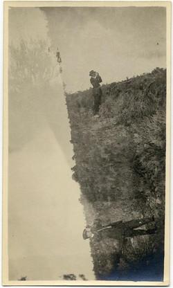 fp1518 (DE man looks in field)