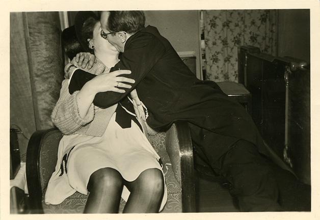 fp0742 (hard kissing couple)