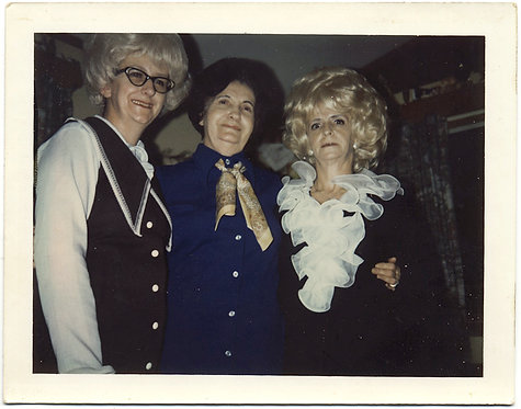 AMAZING CRAZY BIG HAIRED BLONDE WIGGED WOMEN in 70s CRAZY DRESS POLAROID