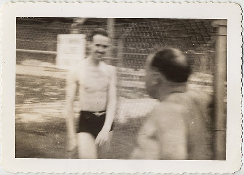 SKINNY MAN in SWIM TRUNKS MOVES on FAT MAN CHAINLINK FENCE WEIRD MOVEMENT BLUR