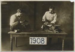 fp5263(Men_Tailors_Ironing_1908)