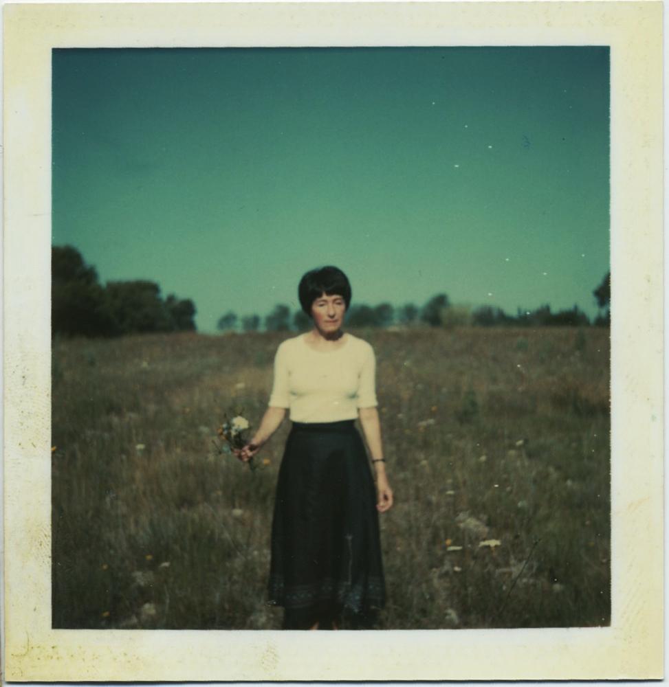 fp6983(PO-Woman-Field)