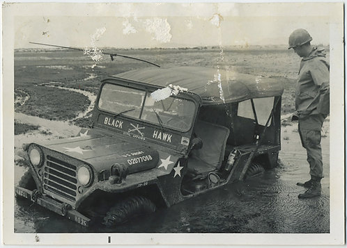 "DISTRESSED PHOTO ""Black Hawk"" DOWN! JEEP SUBMERGED IN MUD! VIETNAM WAR? KOREA"
