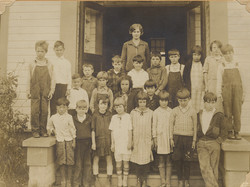fp4882(SchoolChildren_ClassPhoto_Teacher_CaptionNames-detail)